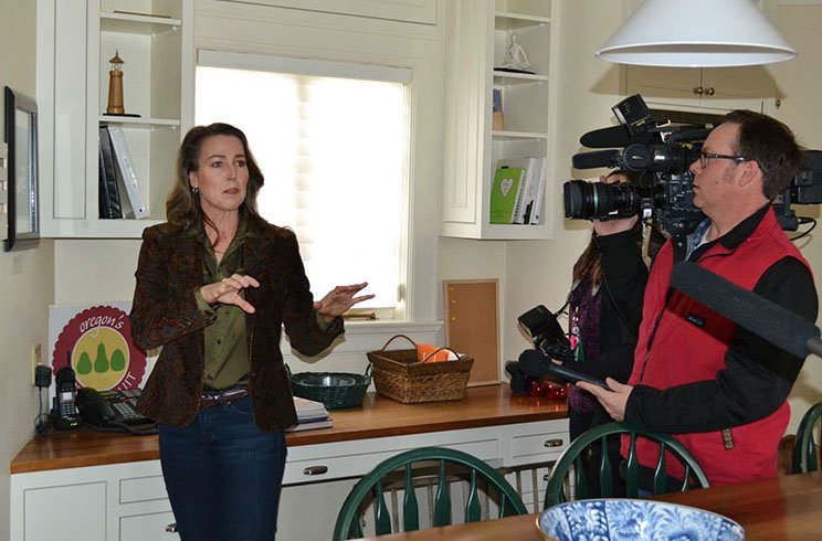 Oregon first lady Cynthia Hales tours Mahonia Hall energy efficient upgrades