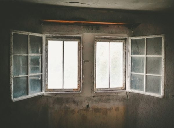 The Construction Of Storm Windows Vs Replacement Windows